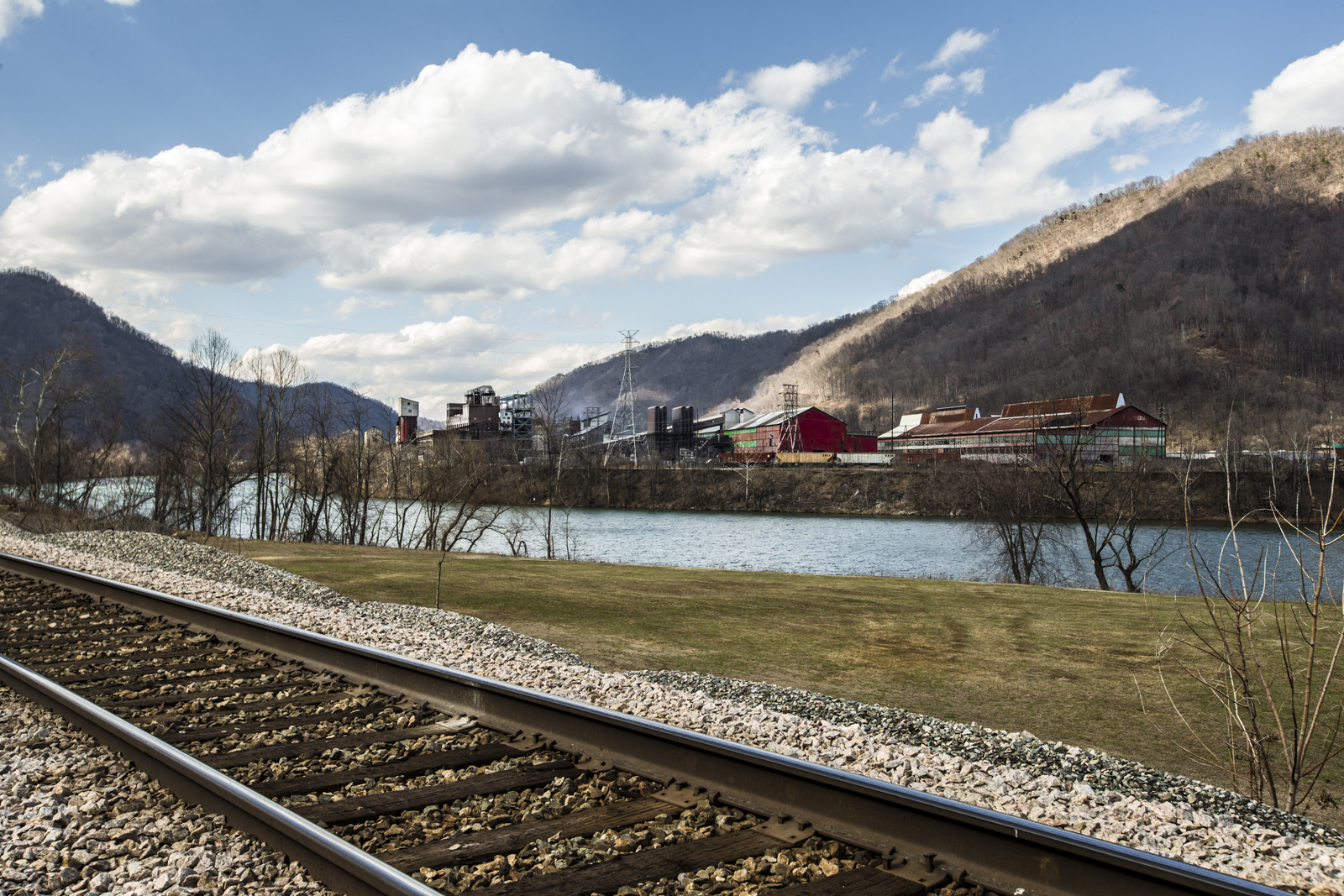 alloy-view-at-mount-carbon-in-valley-west-virginia-1st-day-of-spring-20141.jpg