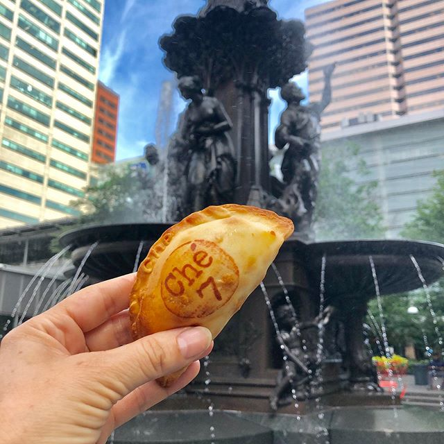 🥟😃Fountain Square @myfountainsquare Today and Tomorrow! From 11am - 1:30pm! Come try some of the best empanadas in Cincinnati! 🥟😃#cheempanadas #empanadas #drinks #happyhour #ohio #goodeats #tasty #freshfood #lovefood #love #instafood #delicious #foodphotography #beef #jalapeno #dessert #sweet #goodfood #latinfood #latino #cateringservice #catering #pizza🥟