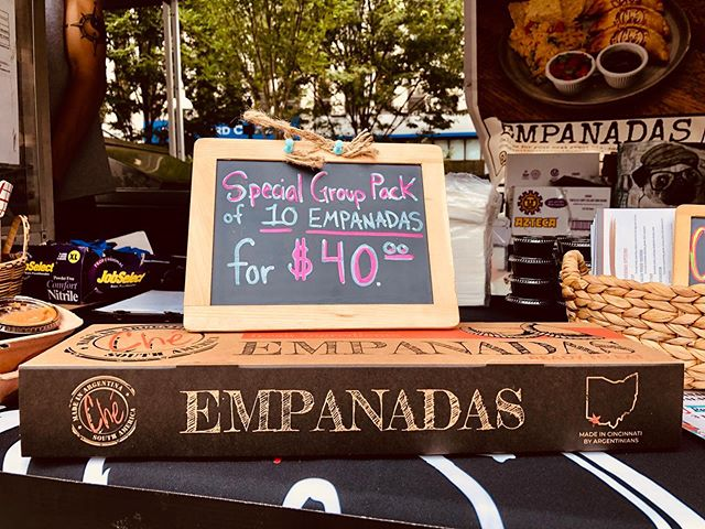 Announcing our new Special 10 empanadas group pack for only $40.!! ANY 10 of your choice. 🥟. Contact Ché @ 513-278-2228 or checincinnatievents@gmail.com #empanadas #drinks #happyhour #ohio #goodeats #tasty #freshfood #lovefood #love #instafood #delicious #foodphotography #beef #jalapeno #dessert #sweet #goodfood #latinfood #latino #cateringservice #catering #pizza🥟