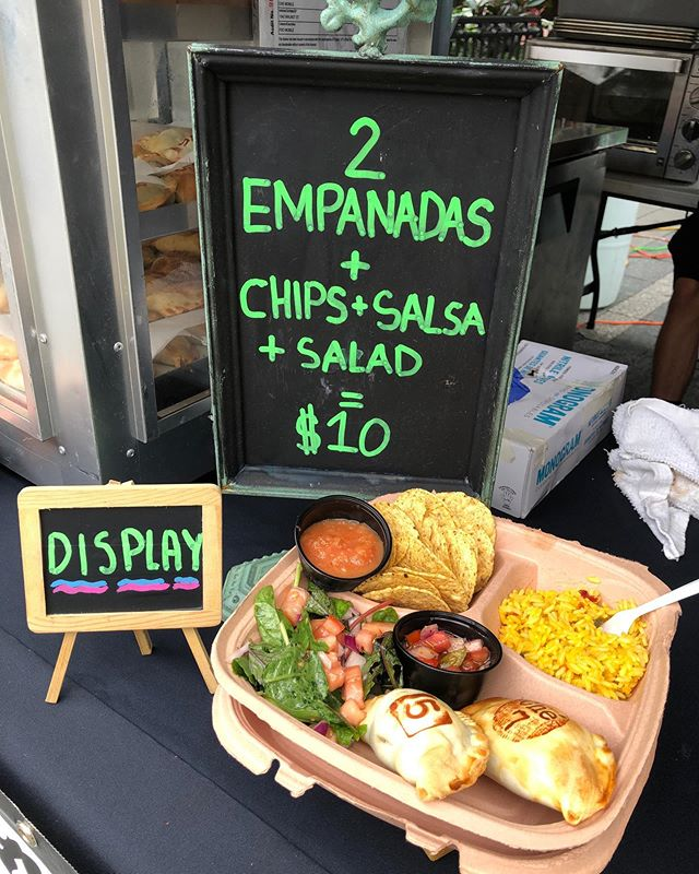 Che Empanadas is now at Fountain Square till 1:30. Come enjoy a delicious empanada! 🥟😀 checincinnatievents@gmail.com #empanadas #drinks #happyhour #ohio #goodeats #tasty #freshfood #lovefood #love #instafood #delicious #foodphotography #beef #jalapeno #dessert #sweet #goodfood #latinfood #latino #cateringservice #catering #pizza🥟