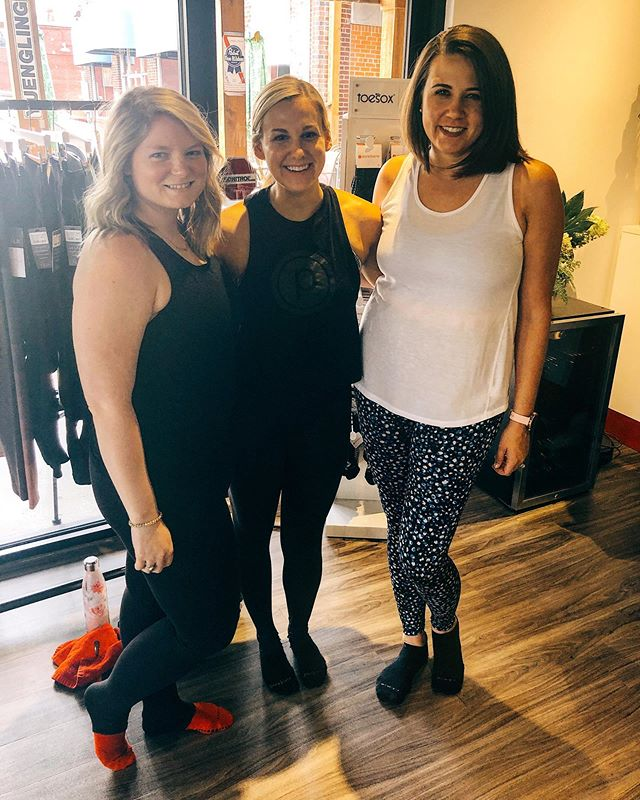 Last Wednesday Empower with @lauren_groff91 😭❤️Thank you for kicking our butts, making us laugh during the hard moves, and for always making us believe in our own strength 👯♀️ and for being an awesome friend 😊Don't worry, we'll be coming to Nashville #purebarre #empower