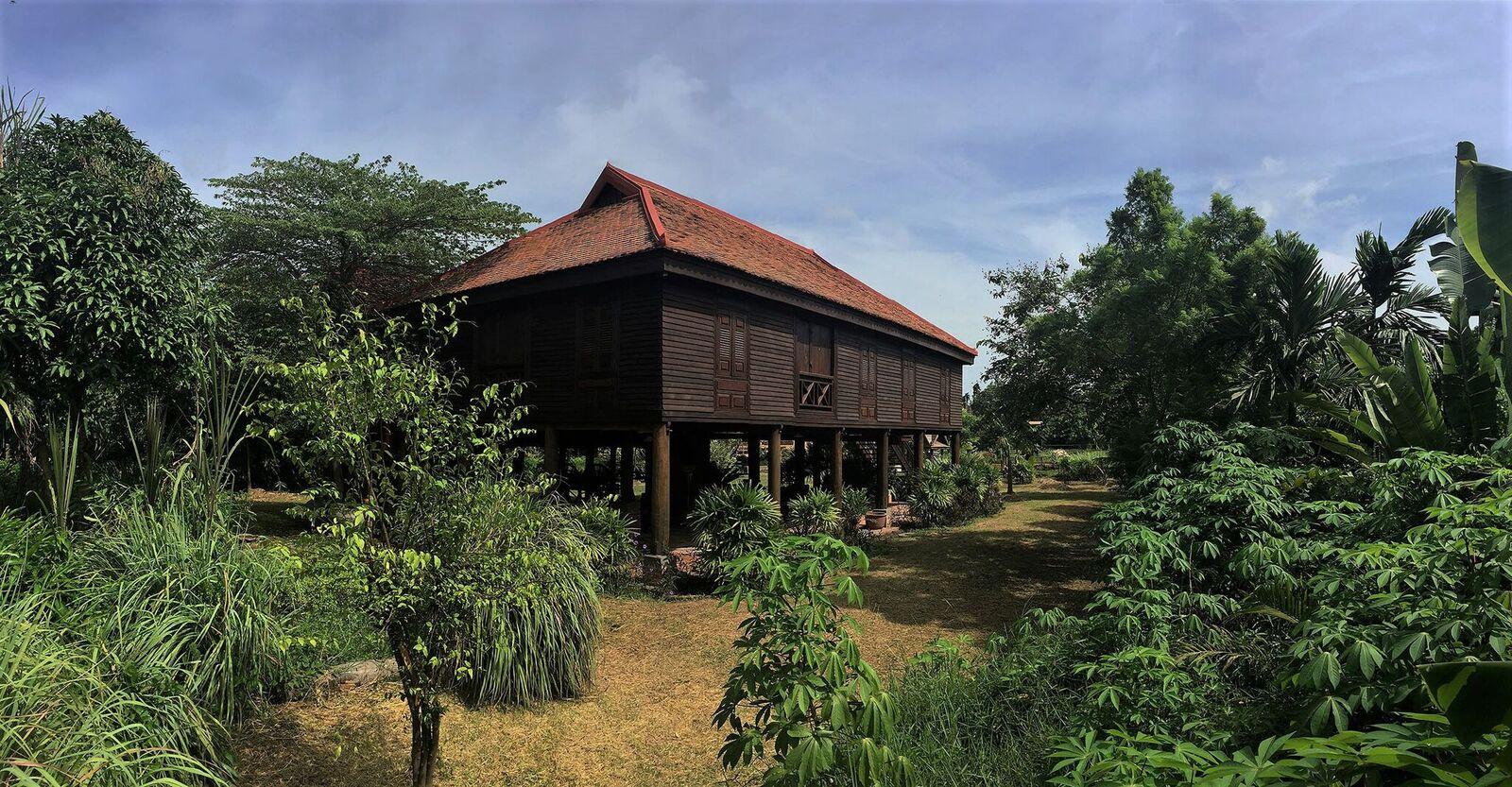 Historic wooden house - Siem Reap