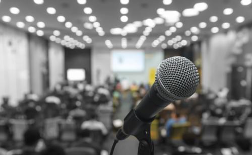 Expresión en público - · Estrategias para hablar en público· Errores que se deben evitar· El arte de saber comunicar