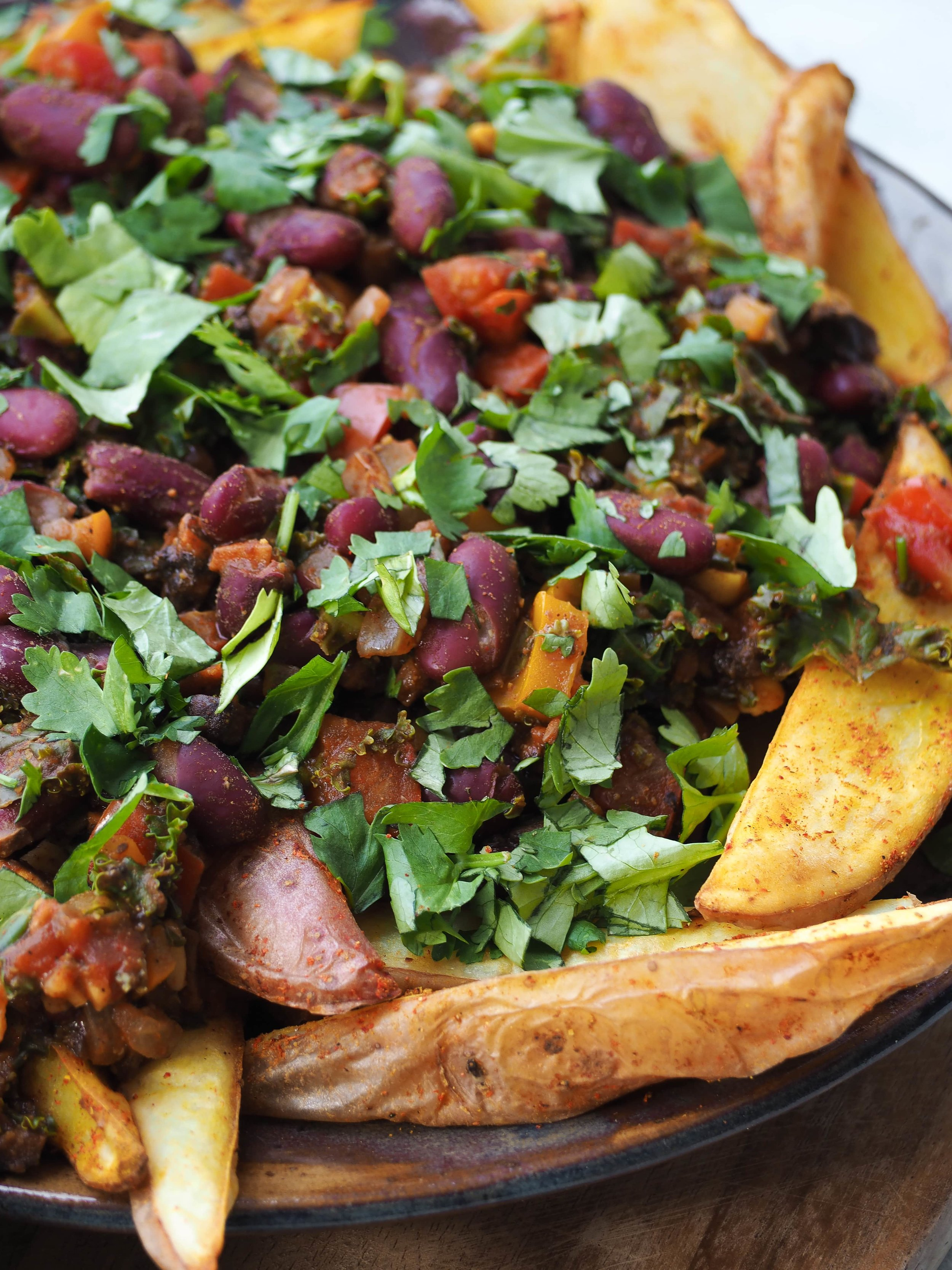 chipotle-beans-and-homemade-fries-oil-free-vegan-peasful-plate