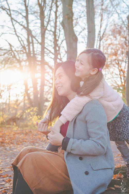 sairah-family-photographer-malmo-sweden-taylor-content.jpg