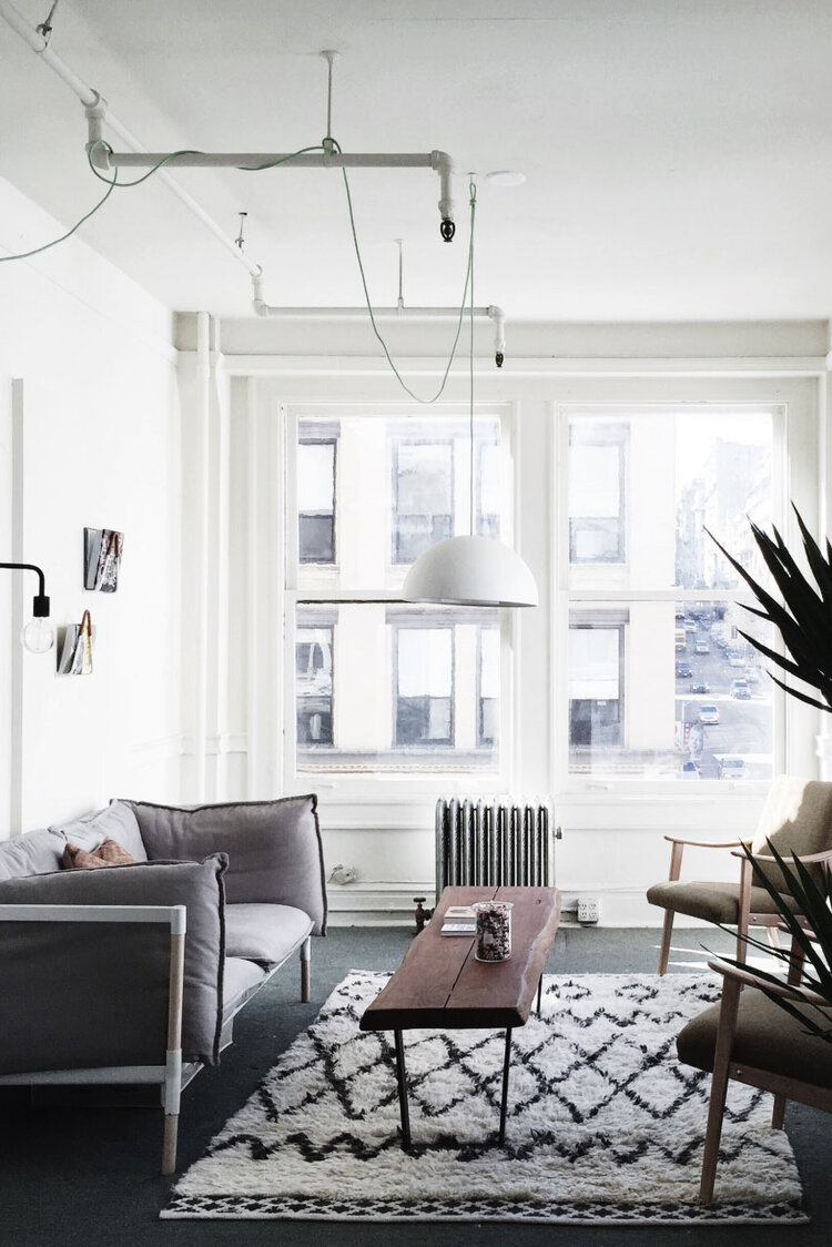liz-living-room-photographer-san-fransisco-california-taylor-content.jpg