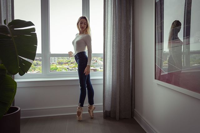 """Isabella Boylston, principal dancer with American Ballet Theatre and dance double for Jennifer Lawrence in the film """"Red Sparrow"""", shares her dancing journey and health habits: """"I grew up in a small town in Idaho. No one in my family is a dancer, but my mom signed me up for some ballet classes at the local recreational center, just for fun. I stuck with it, and eventually became more serious about it. I'd check out videos from the library of ballets like Swan Lake. The start was a difficult time for me. I dealt with constant injuries and struggled with confidence, but I learned so much from the school's teachers, and made the most amazing friends.  As for health habits, ballet class and rehearsal are the core of what keeps me in shape. But recently I started working out with a personal trainer. I mainly focus on strengthening my weak areas, like knees and ankles. And as for eating habits, people are usually surprised to discover how much dancers actually eat! The notion that ballerinas are eating disorder ridden is really outdated. I don't have a special diet and eat almost everything. My favourite food is pasta, and I eat it almost every day, and usually about 3-4 hours before every show so I have time to digest. I also eat a lot of fish, chicken, and veggies. The only thing I don't eat much of is sugar. I don't really crave it, and I find that it dehydrates my muscles. I'd rather eat French fries with mayonnaise for a treat."""" As final advice for young dancers, """"I would say always work your hardest, but don't sweat the small stuff. Accept that you can never please everyone. Be kind and always keep a sense of humor!"""" 🌷 - Women Fitness, March 2017. 📷: Via Observer.  #healthybodyandmind #alwayslearning #joyofdance"""