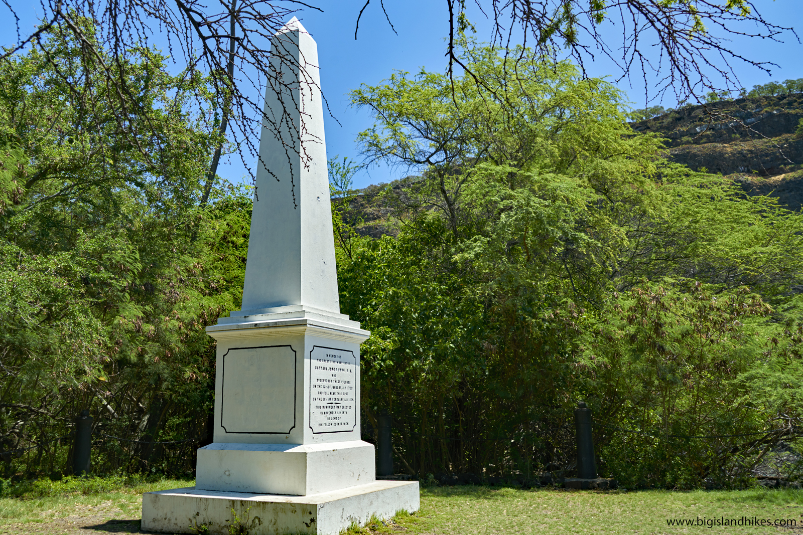 Captain Cook Memorial below the cliffs of kealakekua