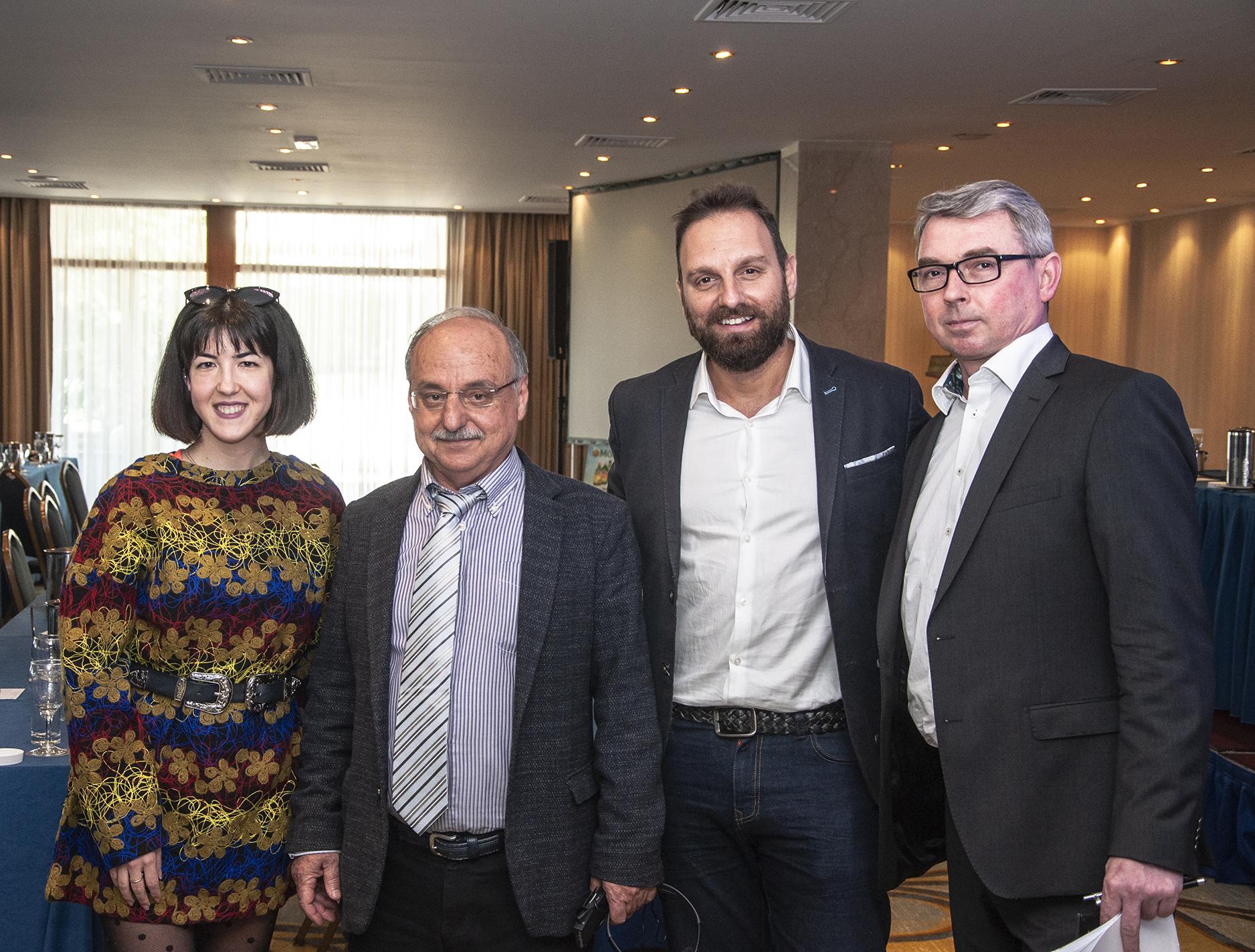 Από αριστερά προς δεξιά: Βασιλική Φατούρου, NEW AGE Head of Digital, κος. Βύρωνας Καλούτσας, Πρόεδρος & Διευθ. Σύμβουλος της APOLLONIAN NUTRITION, Μέμος Κοέν, Διευθ. Σύμβουλος της NEW AGE και Grzegorz Wasik, Export Sales Manager της Orkla Health.