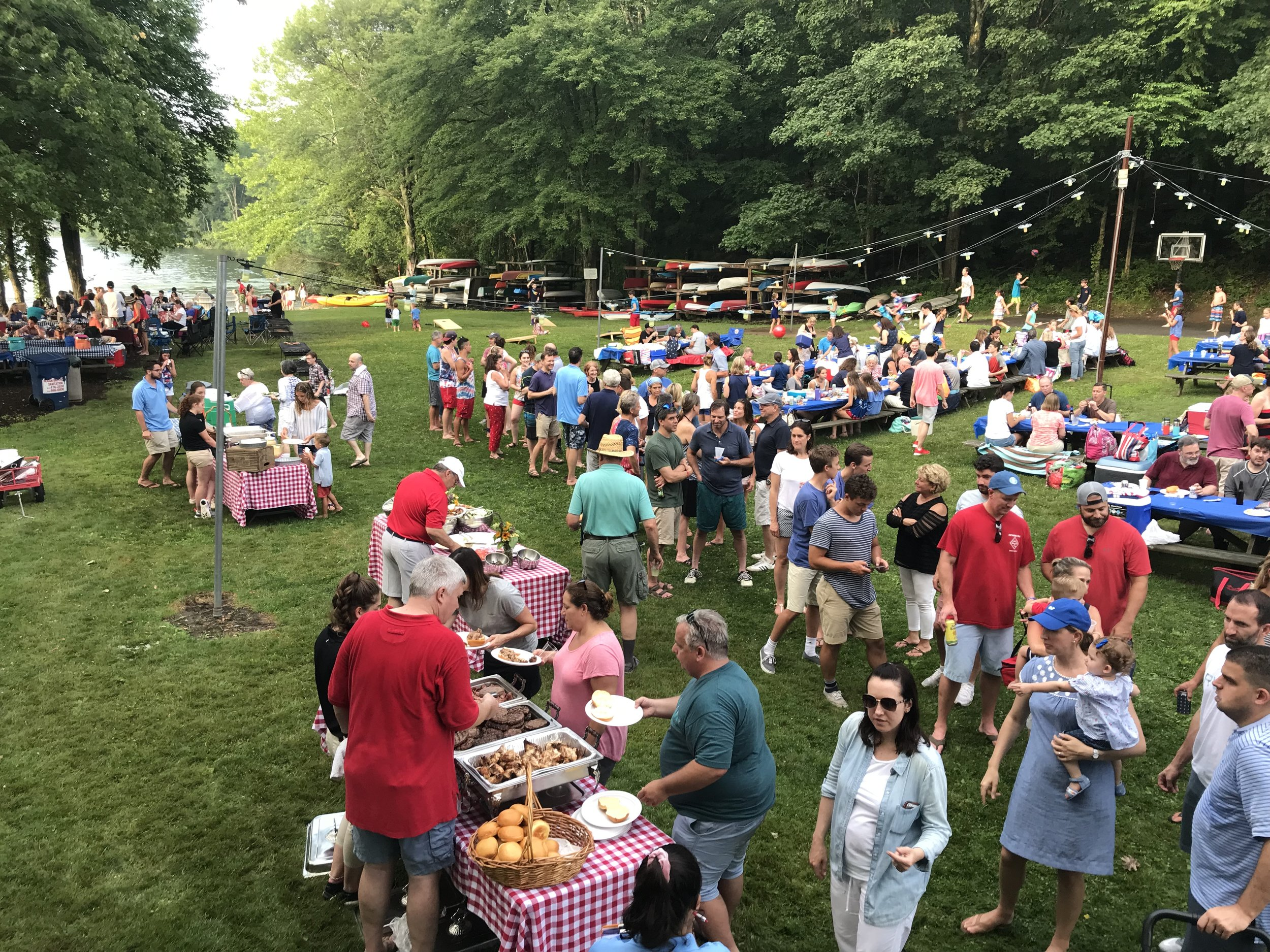 Classic bbq parties - Celebrate with food everyone loves - Southern BBQPerfect option for graduations, birthdays and summer partiesGreat option for feeding a large crowd with a varied menu cooked on site.Delicious non meat options, we accommodate any dietary restrictions!