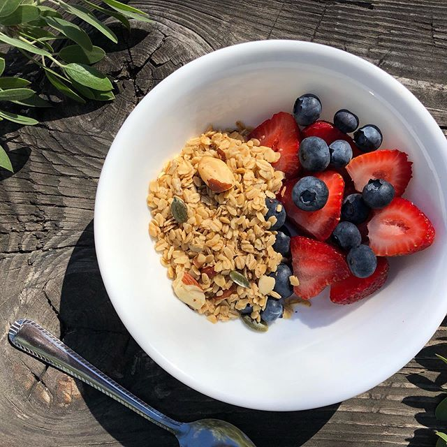 It seems like a long time since we were sat out enjoying breakfast in the summer sun! But fear not...we're hear to bring some life and love back to these grey mornings...enjoy our granola at a discounted price for a few more days! There's a sale happening over on the website, don't miss out! Click the link in our bio to grab a bag now ✨ . . . . . . #glutenfreegranola #norefinedsugar #consciousliving #granola #glutenfreeinspo #fitfam #granolabowl #fitfood #natural #glutenfree #breakfastideas #healthygranola #foodbloggers #breakfastrevived #refinedsugarfree #lowsugargranola #nutritious #healthyeating #sale #wellness #nourish #independantyorkshire #weekend #northyorkshire #granolalove #yorkshirebloggers #yorkshire_lovers #biodegradable #plantpower #friday