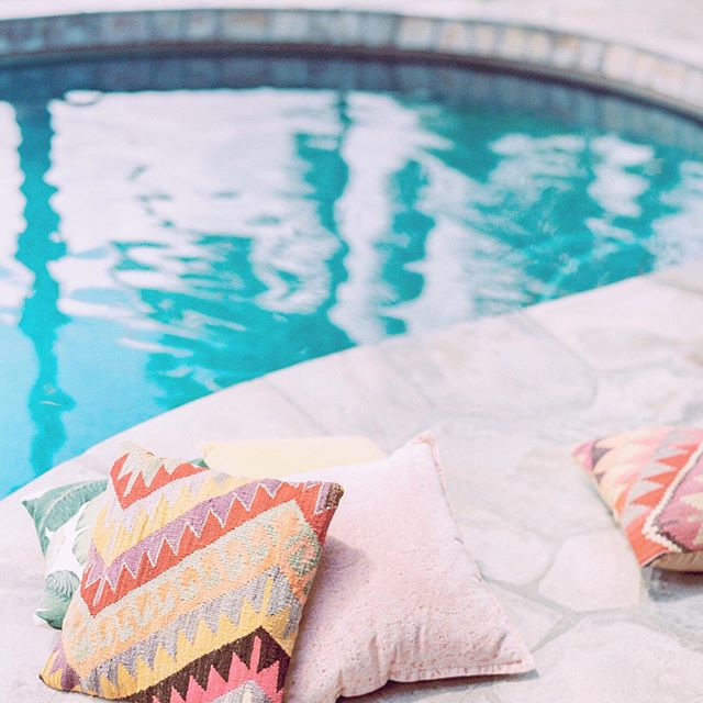 Today is a day dedicated to relaxing. The official last day of my vacation. You'll find me resting poolside at my bestie's house in #ldnont and sipping on a lemony gin and tonic. Does it get any better?