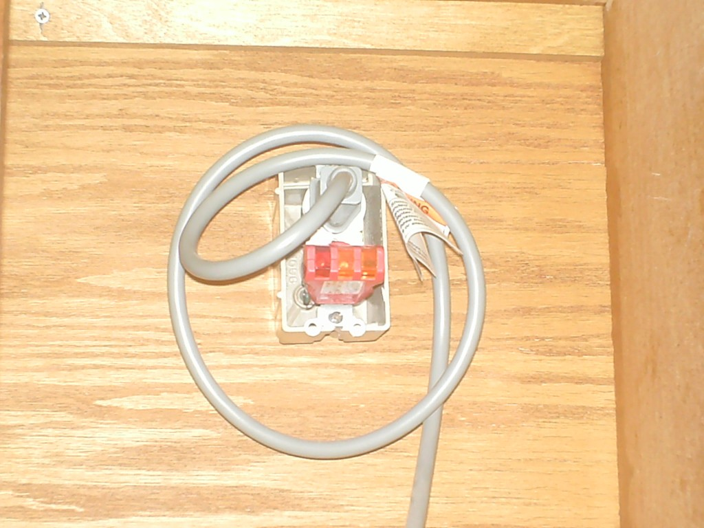 Home inspection reveals reverse polarity in electrical duplex