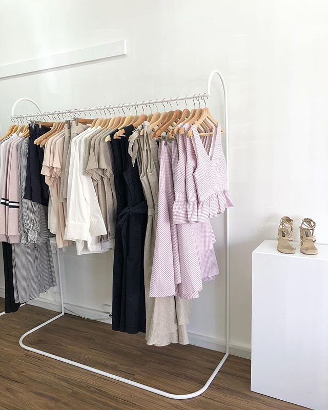 """All new spring in store now - this rack is full of Elka Collectives spring collection """"veritgo""""! ✨  Beautiful pinks, navy and natural tones! Perfect for the spring time 🌸"""
