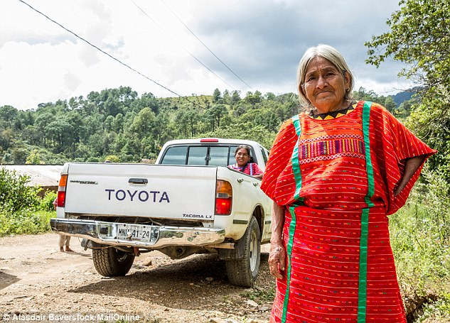 2DE1370500000578-3293770-Surviving_The_Triqui_women_in_San_Juan_Copala_have_seen_as_their-a-15_1446537477977.jpg