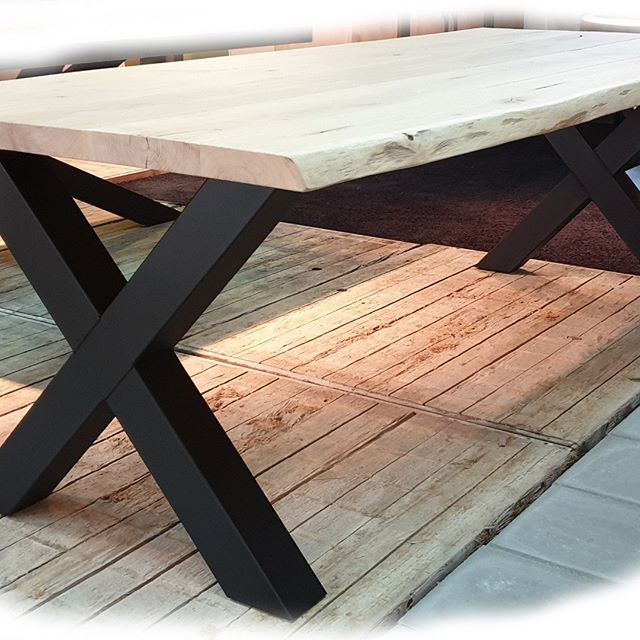 #Eikentafelbladen en #stalenonderstellen om zelf te combineren.  Kies uit meer dan 10 verschillende tafelbladen  #Boomstam, #Industrieel, verjongd en nog veel meer,  combineer deze met een van de onderstellen,