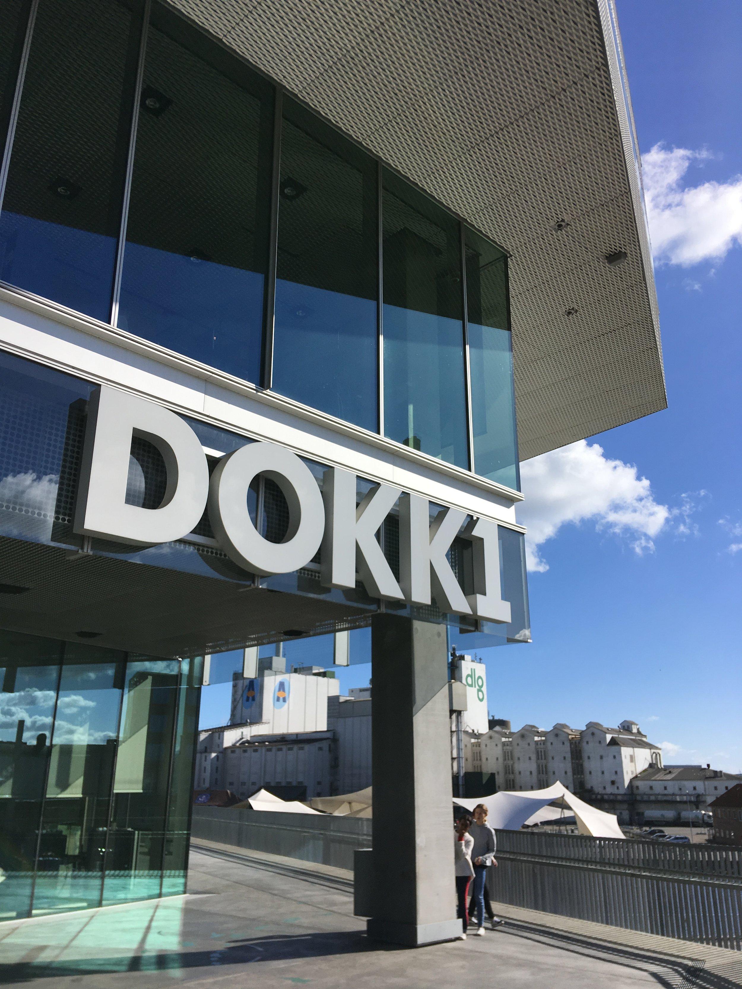 """DokkX er Aarhus Kommunes """"Centrum for velfærds- og frihedsteknologi"""". Du finder DokkX på anden sal i Dokk1, Hack Kampmanns Plads 2, Aarhus."""