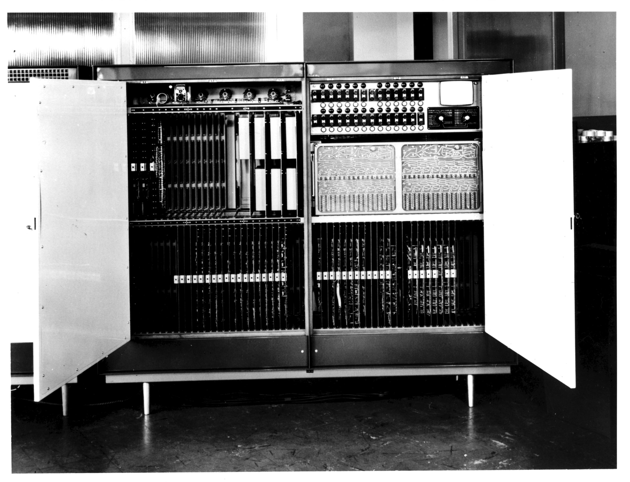 CW-ELLIOTT-006.jpg