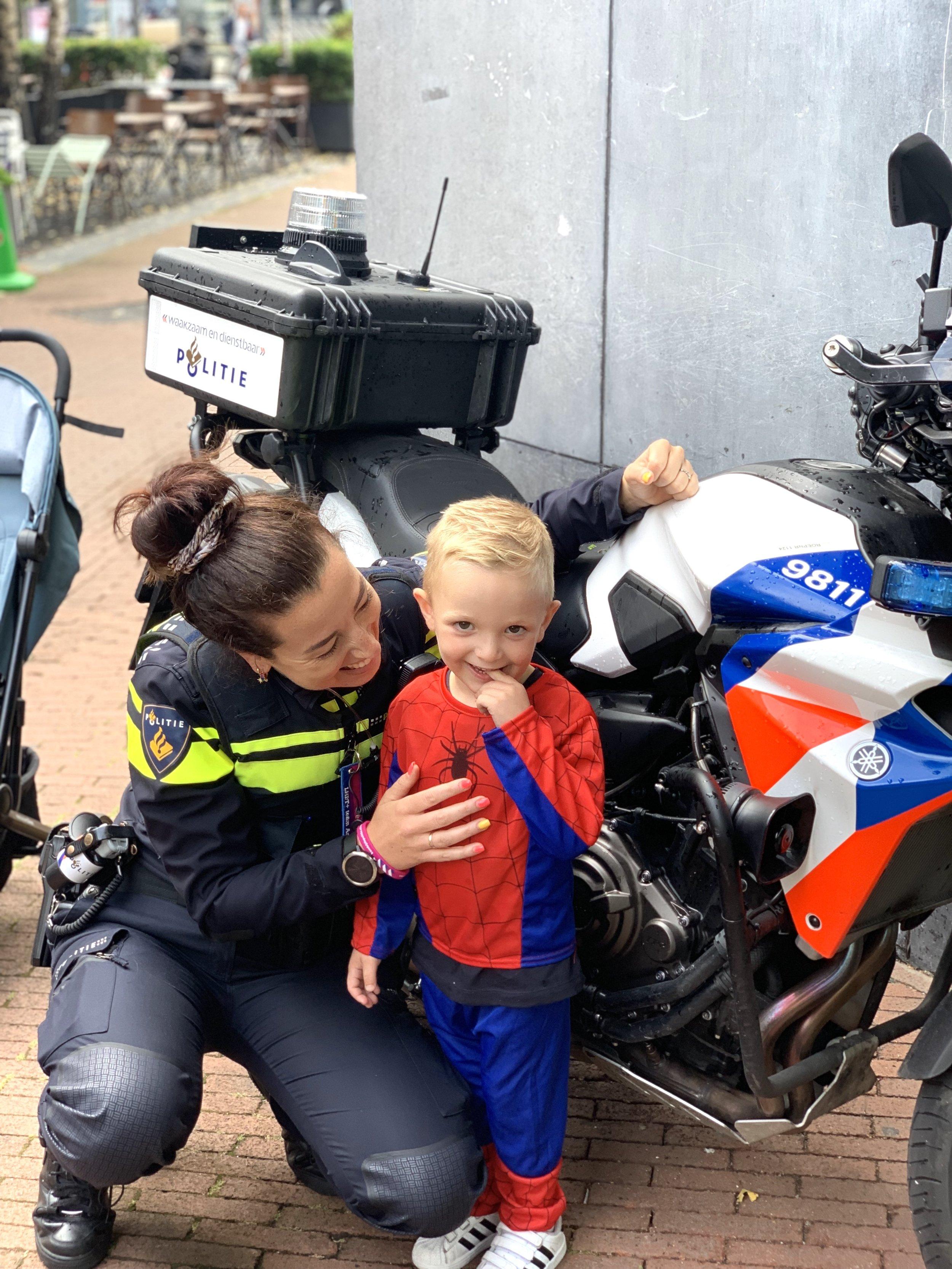 Deze kleine lieve boef (Jax) vingen we niet! Maar ik mocht even met Spiderman op de foto!