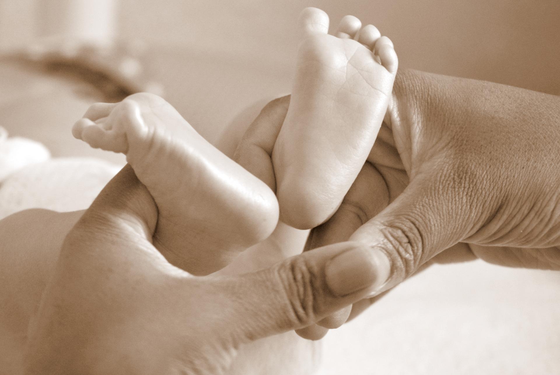Baby Füsse In Hände Sepia Silke Berg Fotografie Offenburg