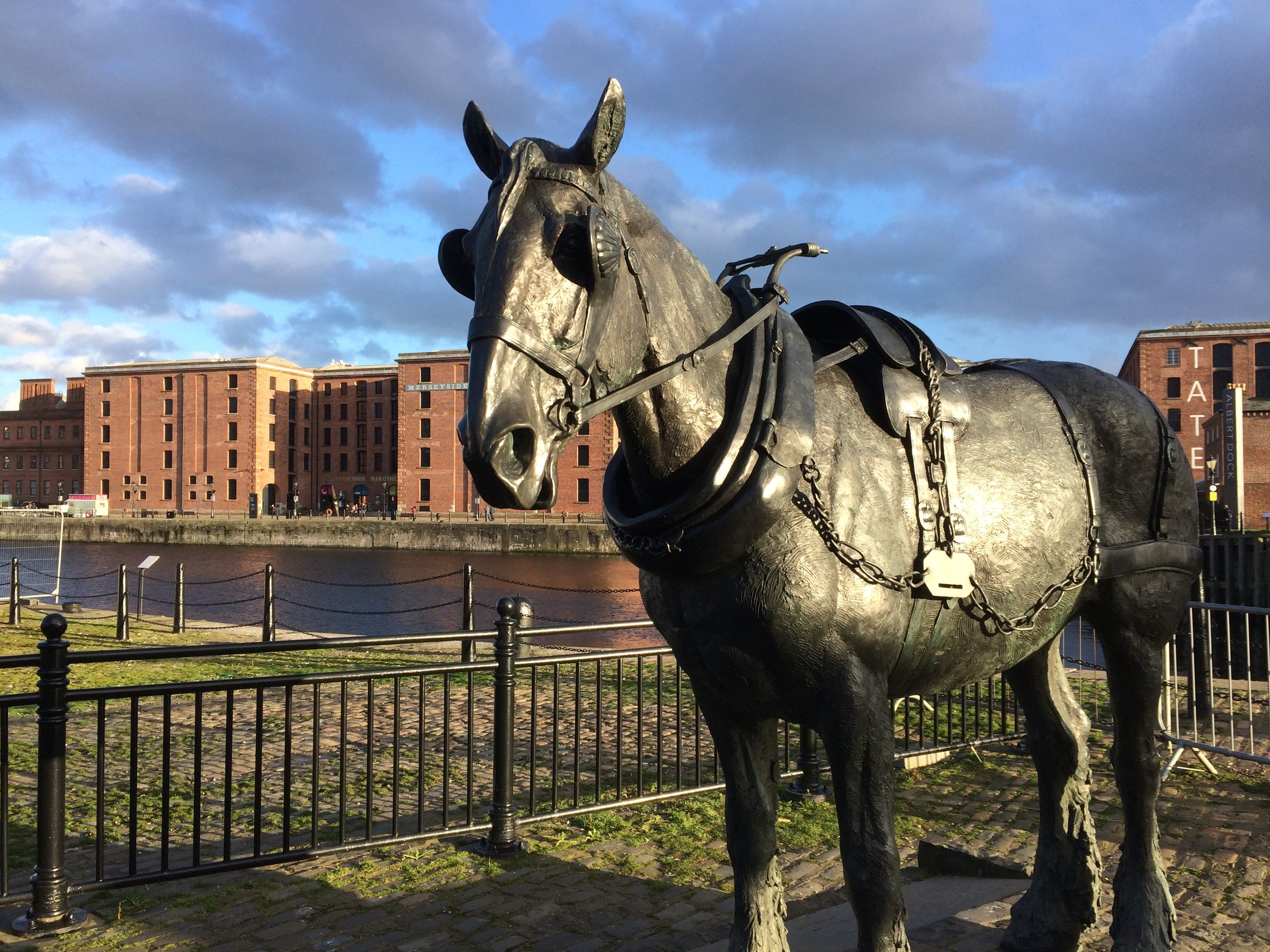 This statue in Liverpool recognises the huge contribution made by horses in the city in the eighteenth and nineteenth centuries. No such memorial exists in London and animals have been largely overlooked in histories of the city.