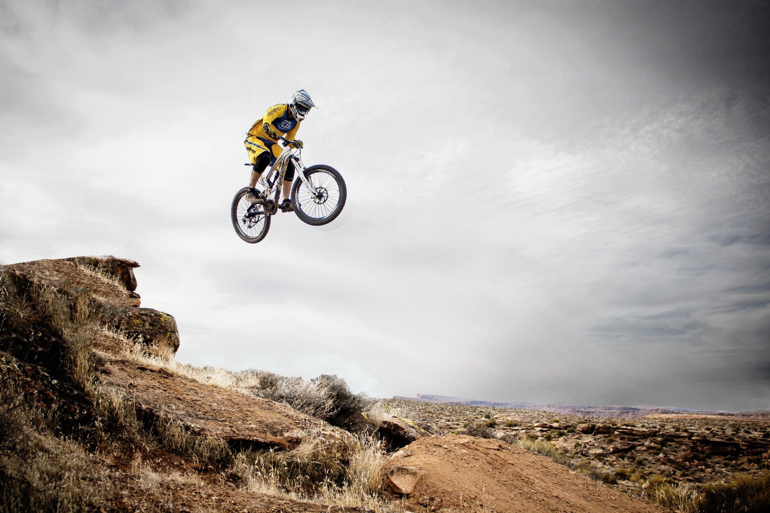 action-adventure-bicycle-71104.jpg