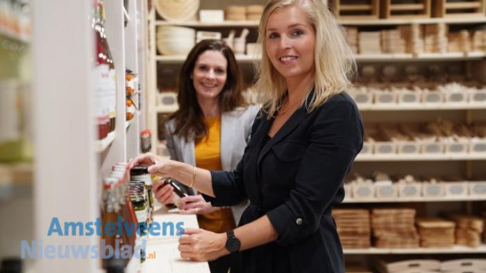 Vestigingsmanager Marleen Schrama en Manon van Til, manager Merk & Inspiratie. foto:Naomi Heidinga