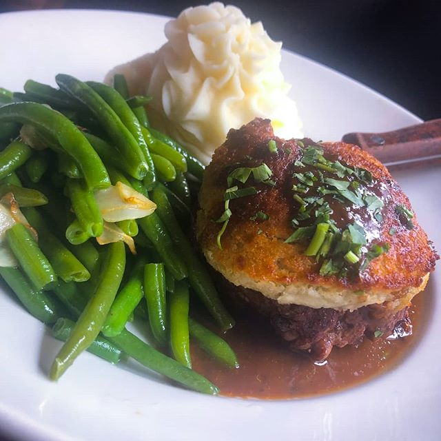 Our new special 🤤🤤🤤🤤 Blue Cheese Crusted Filet Mignon Pan seared black angus beef tenderloin served with green beans, buttermilk mashed potatoes & peppercorn brandy sauce.  #jerseyfood #jerseycitynj #mouthwatering #jceats #jcupfront