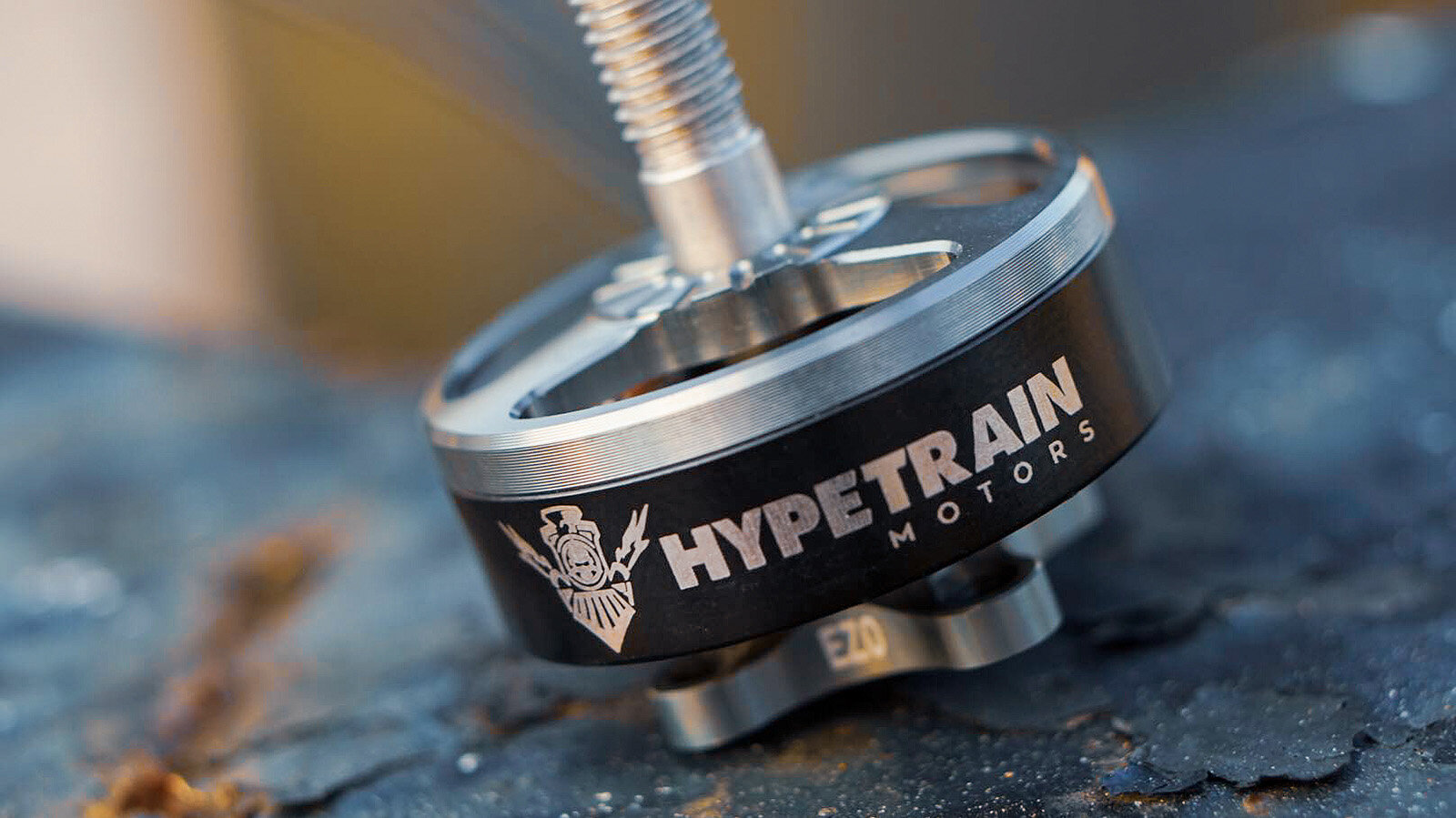 Hypetrain-Freestyle-2306-2450KV-images-creative-photo-2.jpg