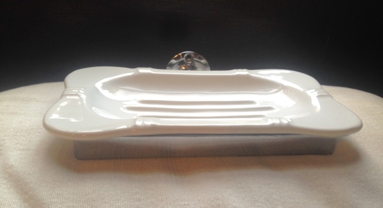 English Gentleman Club Soap Dish sideview detail.jpg