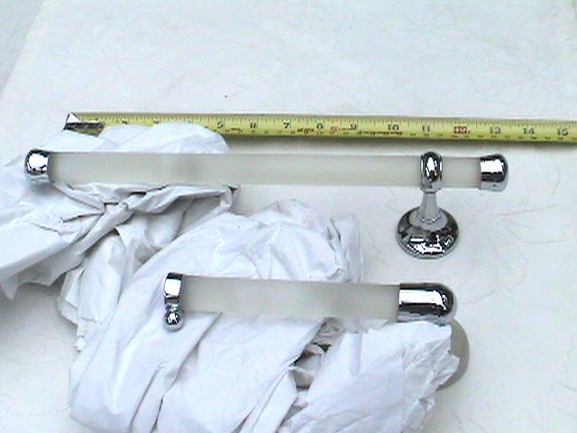 Vintage Rapsel Nito  bath accessory set, additional detail photo.JPG