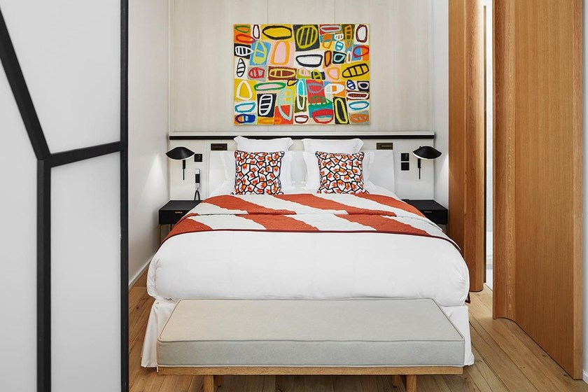 PRESTIGE  UA Serge Mouille Style Eye Sconce Japan Bedroom Installation picture.jpg