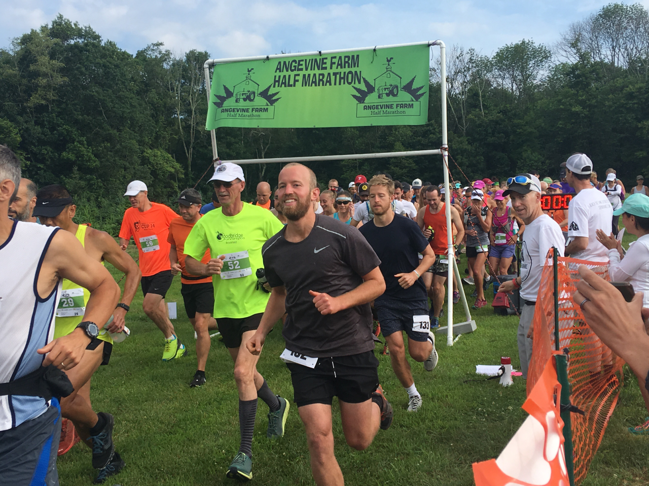 Angevine trail run - race start.png