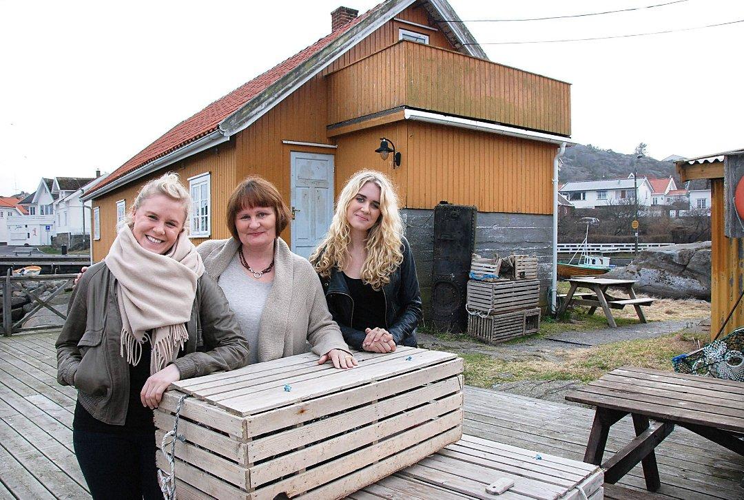 Beate Jacobsen, eier av Rekefabrikken med sine døtre Jenny og Nora. Rekefabrikken har vært i familiens eie siden Beate's bestefar Ragnvald Jacobsen bygde den på tredvetallet. foto ©: ØP