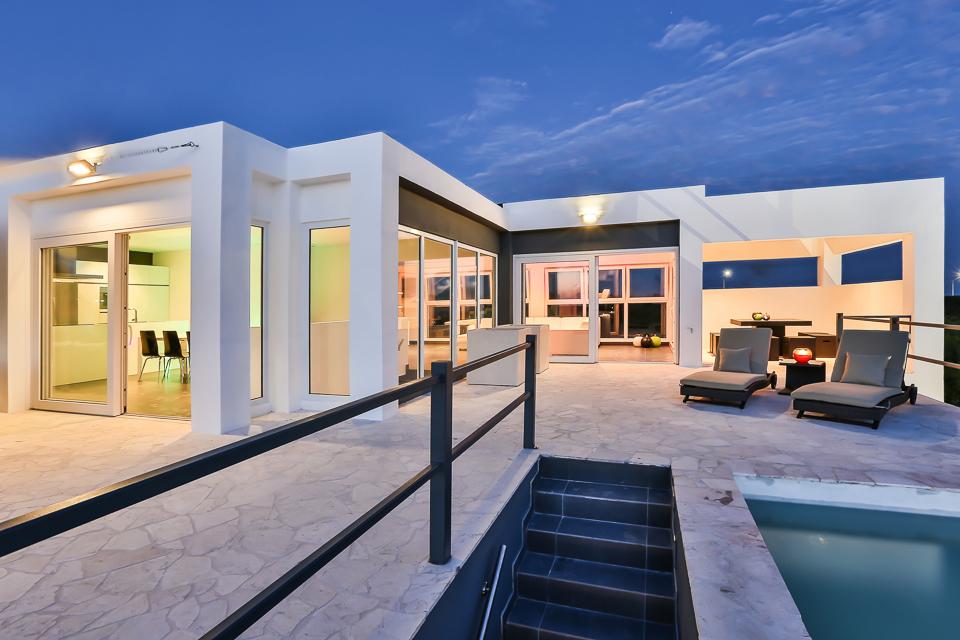 Villa Novo Vista - Een moderne villa voor 8 personen in Jan Thiel met zeezicht en alles erop en eraan. Kortom, uw ideale vakantiehuis op Curaçao …