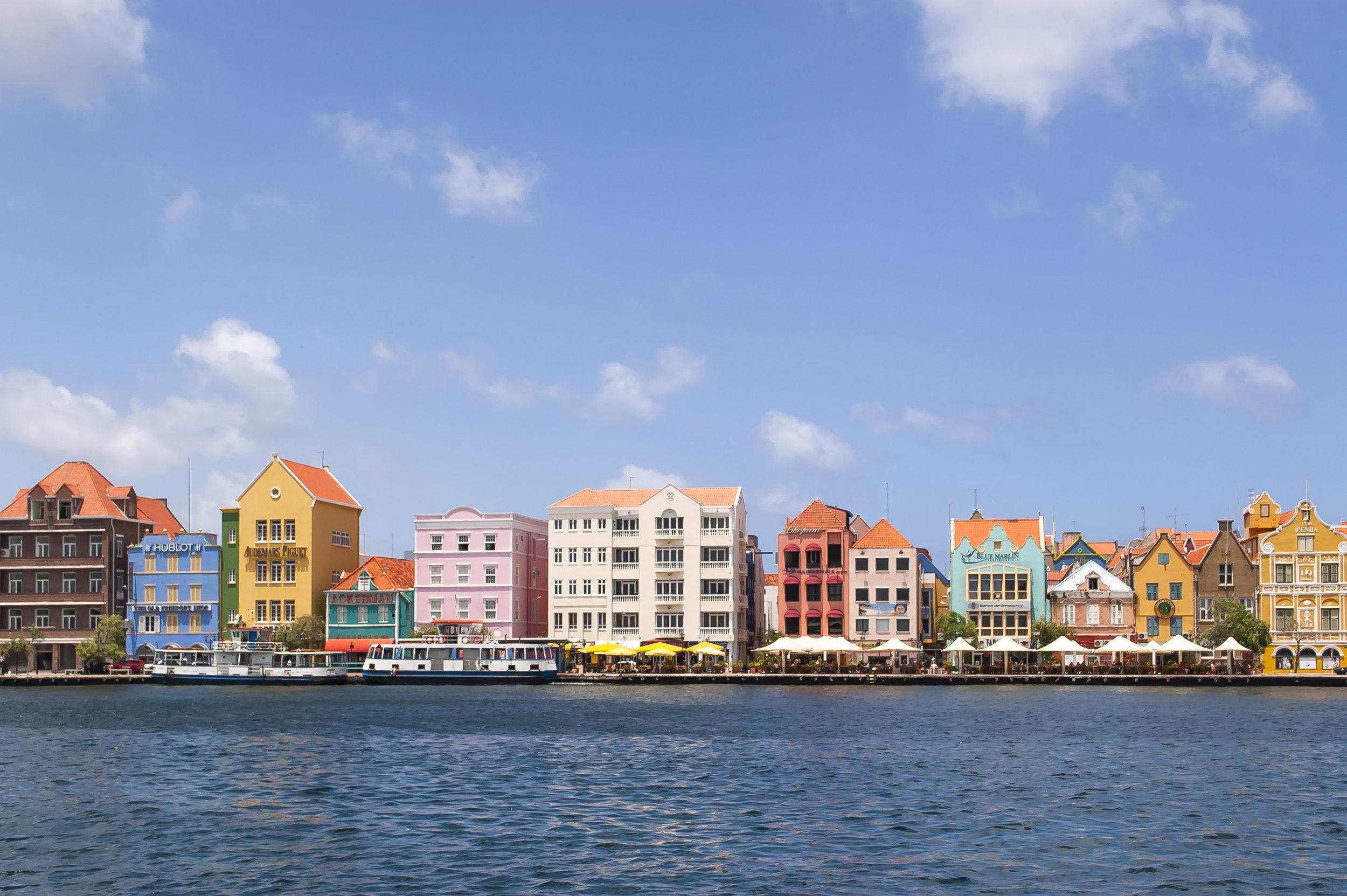 Amsterdam van de tropen - Willemstad wordt ook 'het Amsterdam van de tropen' genoemd. De ideale combinatie? Inderdaad.