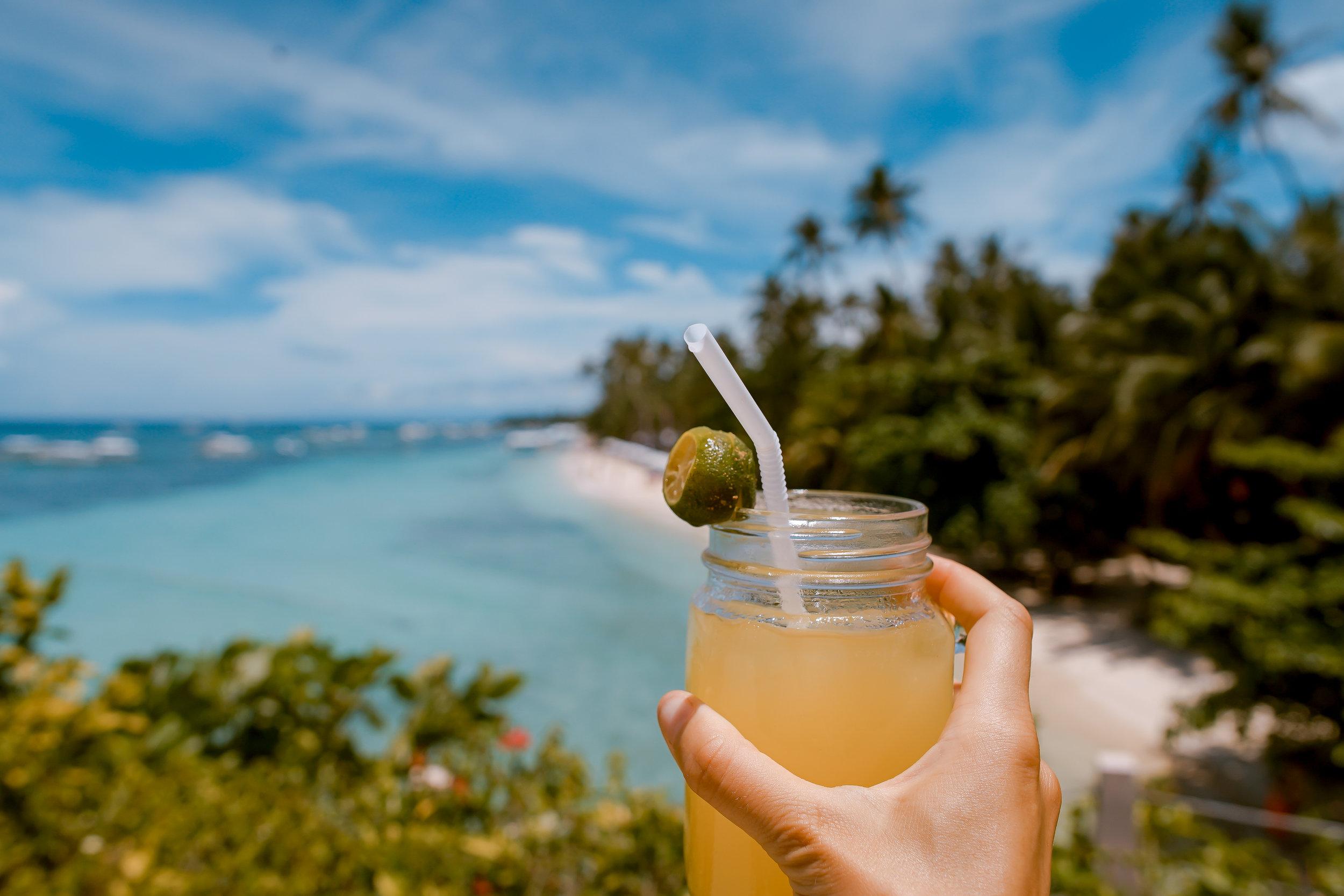 Chillen op de Antillen - Volledig 'zen' van uw cocktail nippen aan het zwembad, of een hele nacht feesten? Of beide? Curaçao bruist bij zon-én maanlicht.