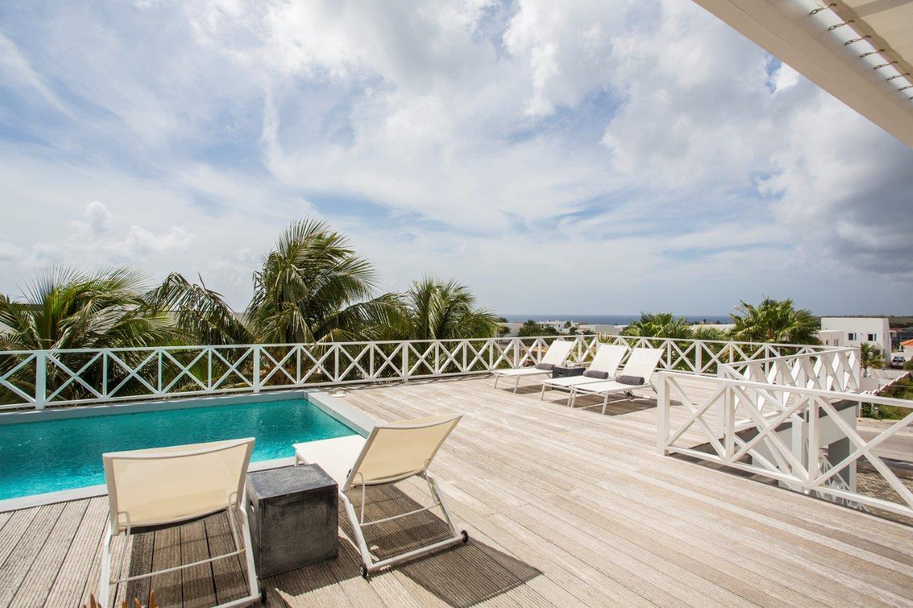 Villa Novo Primo - Een hemelse villa voor 8 personen in Jan Thiel met zeezicht en alles erop en eraan. Kortom, een droom van een vakantiehuis op Curaçao …