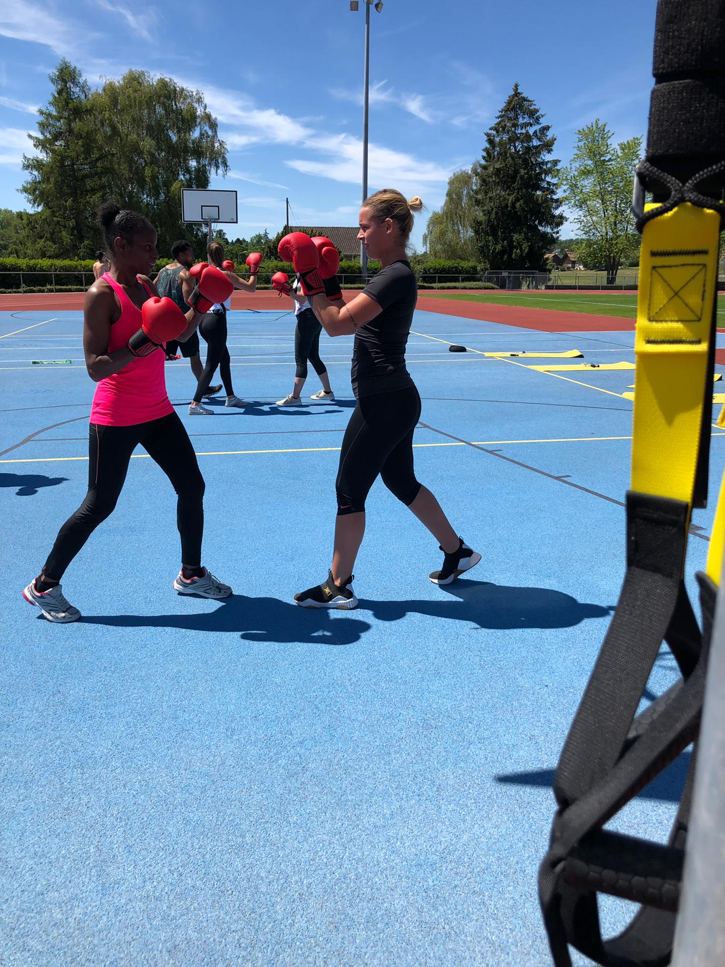 YD_Motivateur_Boxing_Bootcamp_team_pad_work.JPG