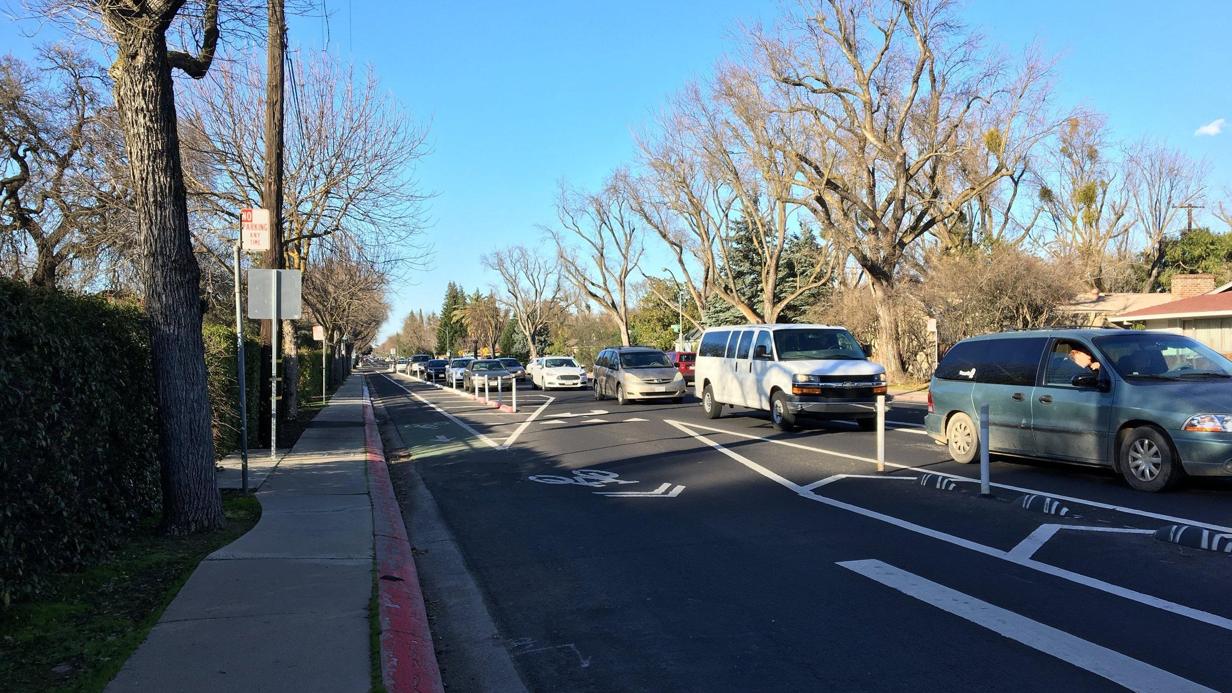 Alternative 3.A West of Hopyard Precedent Example - College Ave, Modesto, CA