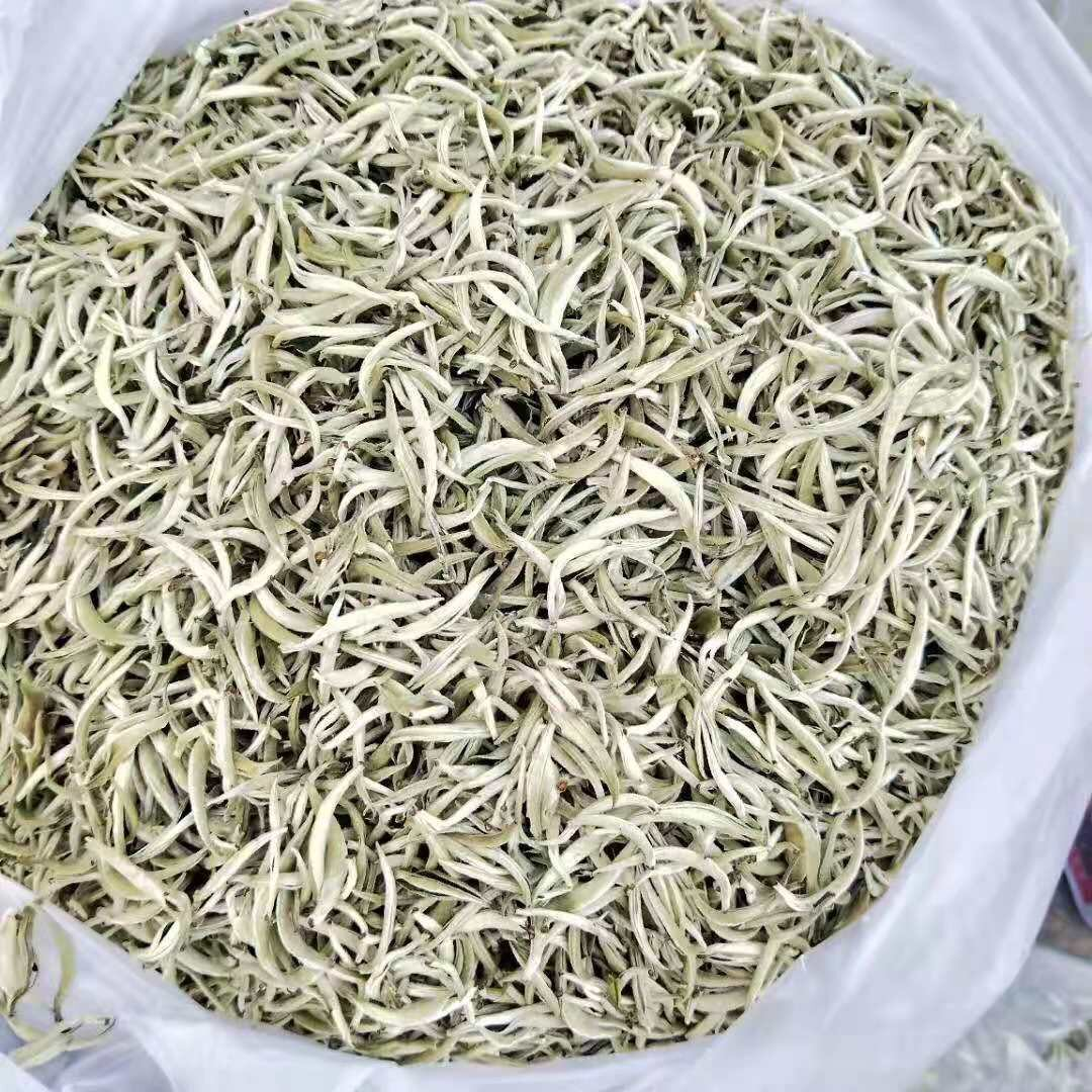 Assamica silver needle from Yunnan. No heating occurs, only natural drying.