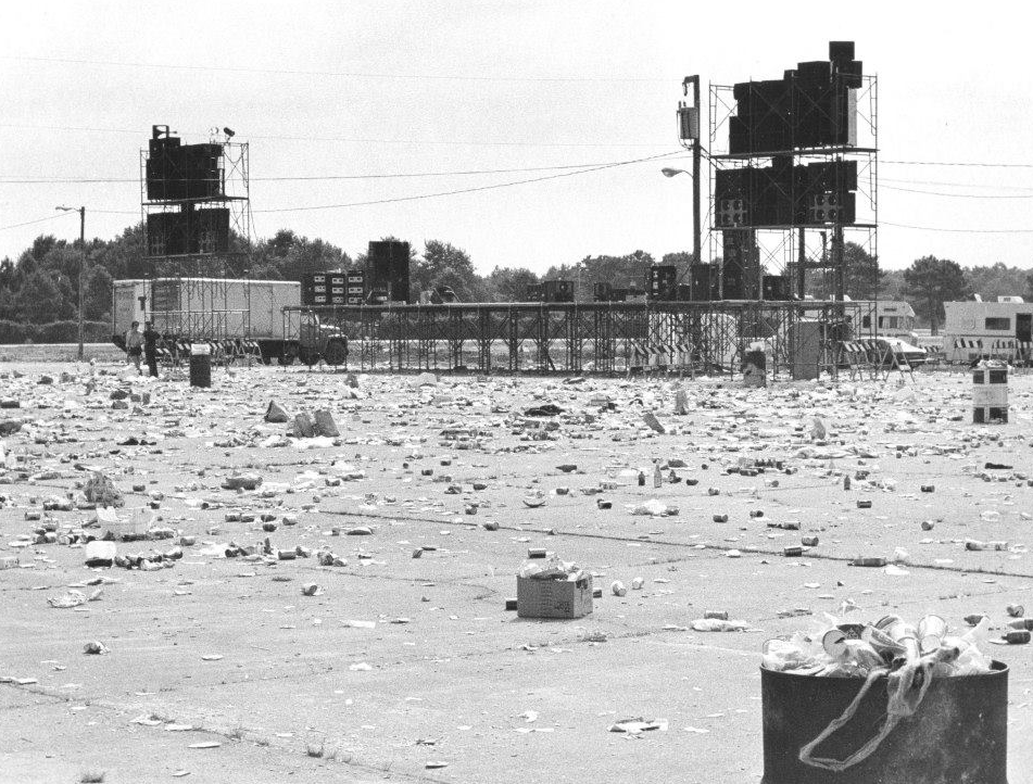 Picture of the stage after this 'historical' fiasco was over, from the Virginian-Pilot archives.