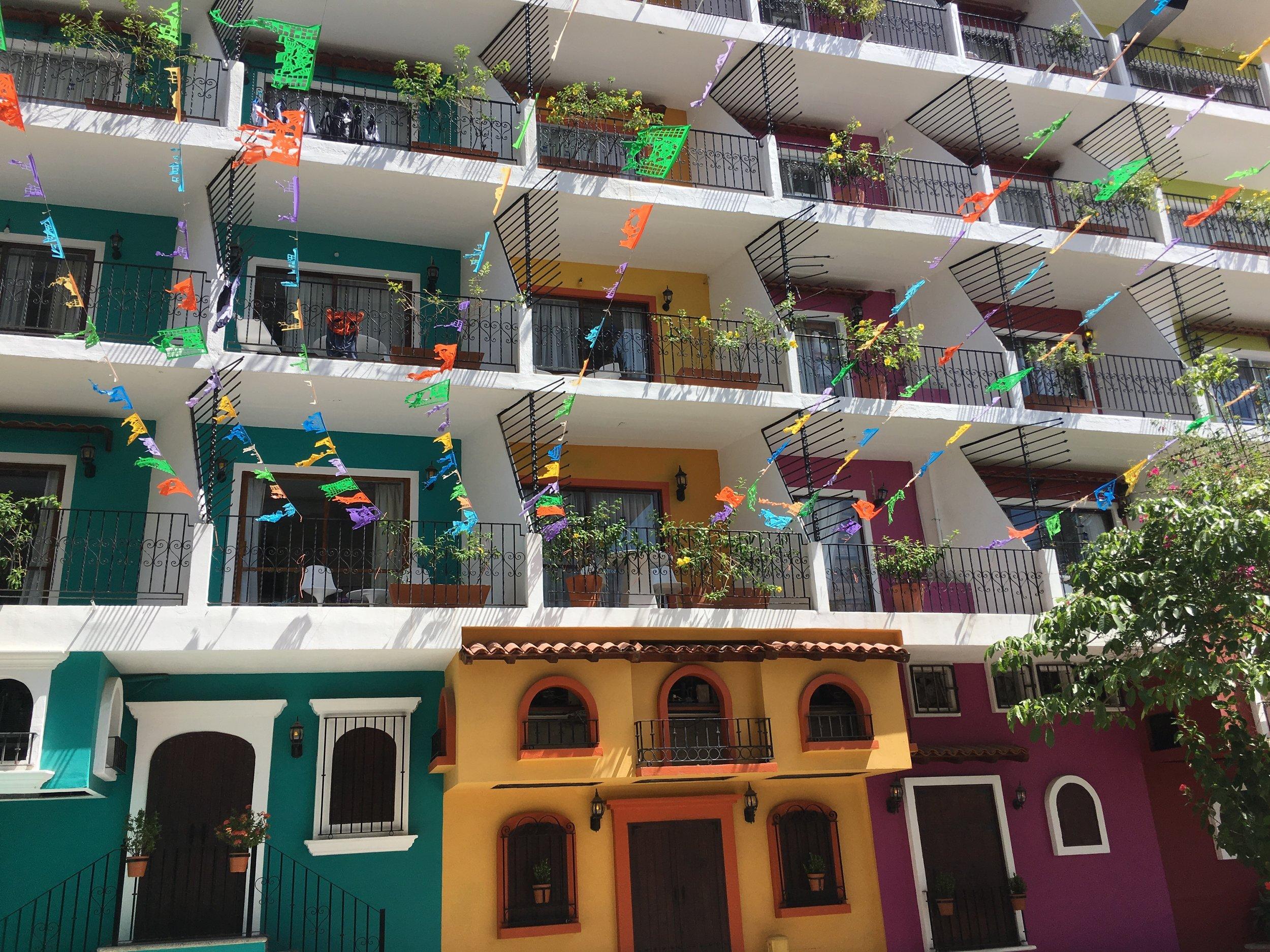 Take a colorful stroll through la zona romántica -