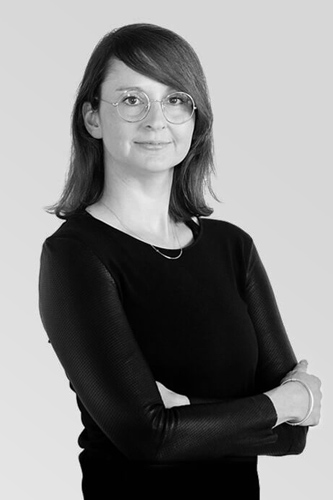 Dr. Alexandra Arnold - studierte Arbeits- und Organisationspsychologie und Betriebswirtschaft, verbrachte einen zweijährigen Forschungsaufenthalt an der Rutgers Universität in den USA und ist jetzt neben ihrer Tätigkeit bei HR ConScience Oberassistentin und Forschungs-Projektleiterin am Zentrum für Human Resource Management an der Universität Luzern.