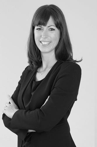 Dr. Lea Rutishauser - studierte Betriebswirtschaft an der Universität Zürich, hat Erfahrung in Human Resource Management eines grossen Finanzdienstleisters und arbeitet neben ihrer Tätigkeit bei HR ConScience als Oberassistentin am Zentrum für Human Resource Management.