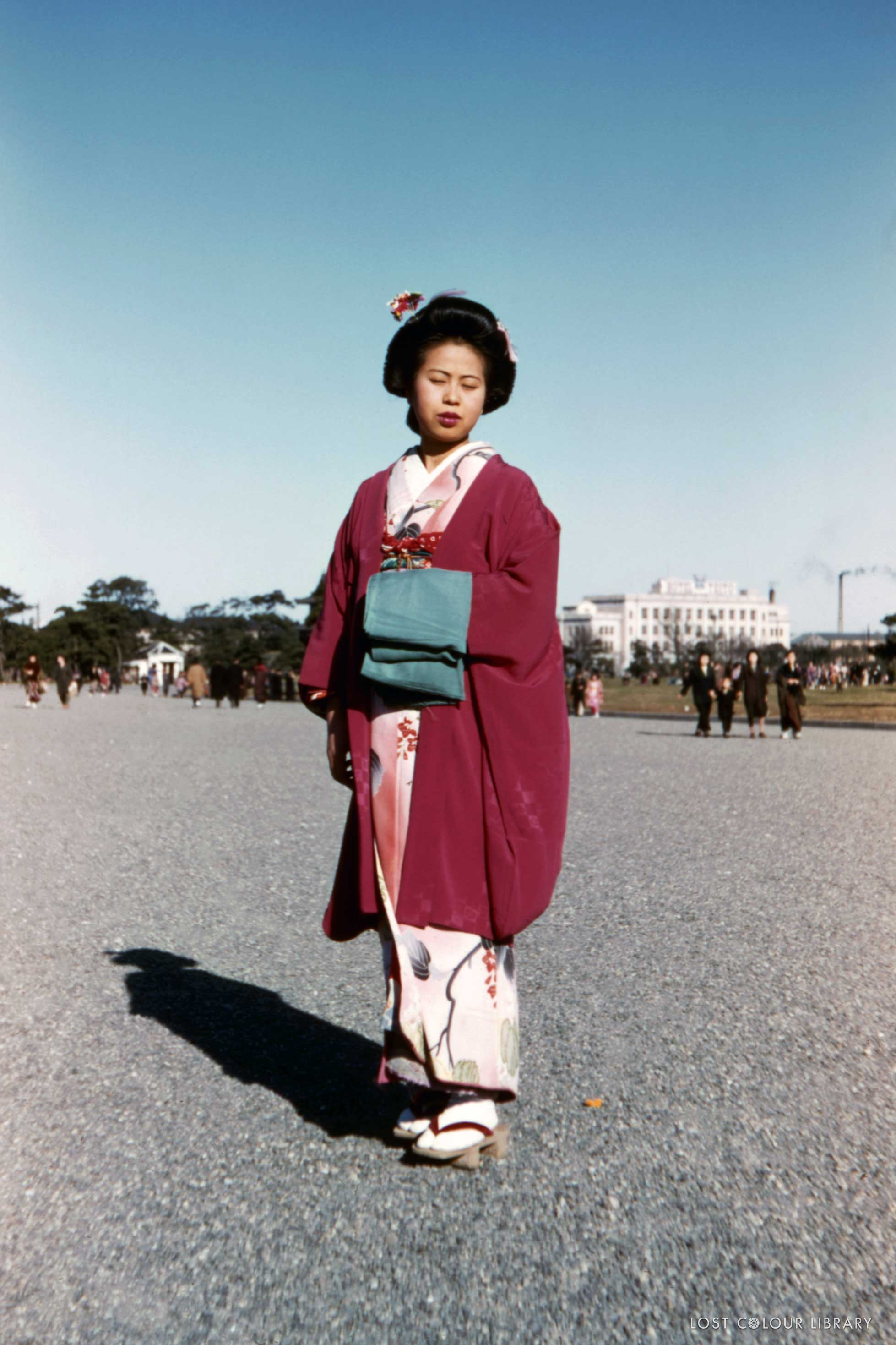 lcl-ww-japanese-woman-traditional-1940s-site-wm.jpg