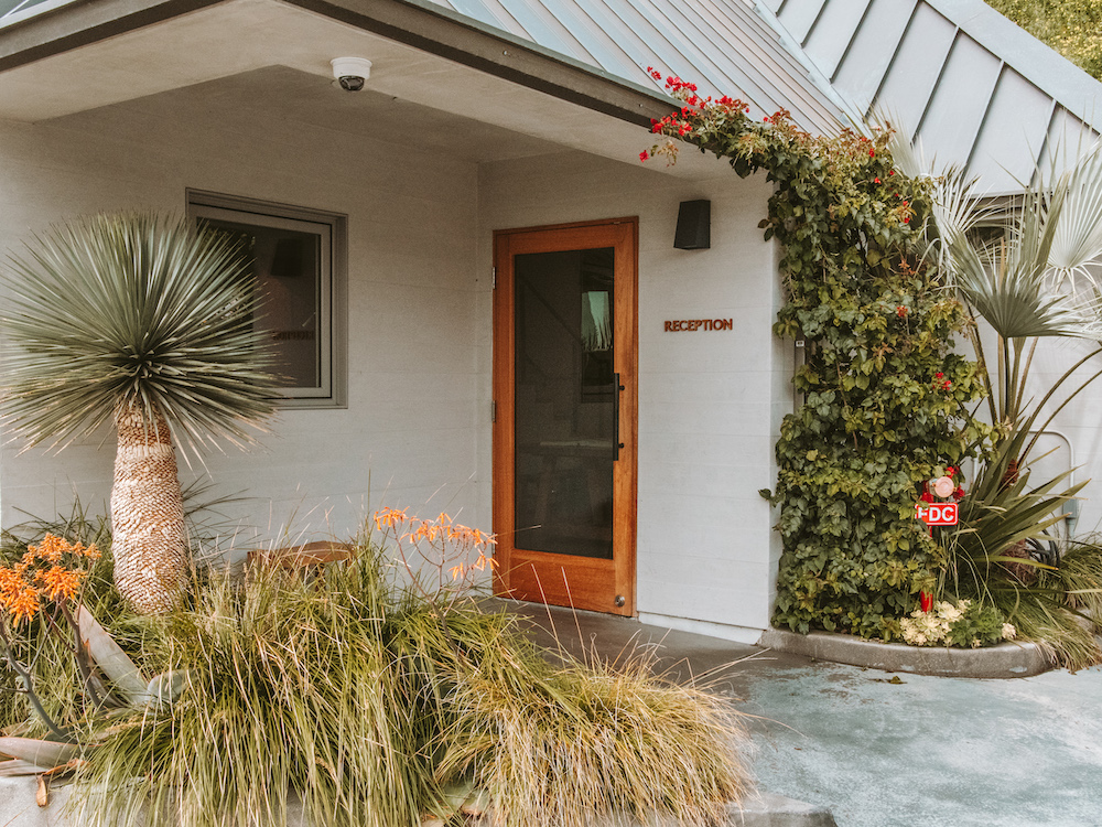 Reception-area-surfrider-hotel-malibu-cedar-and-surf-blog