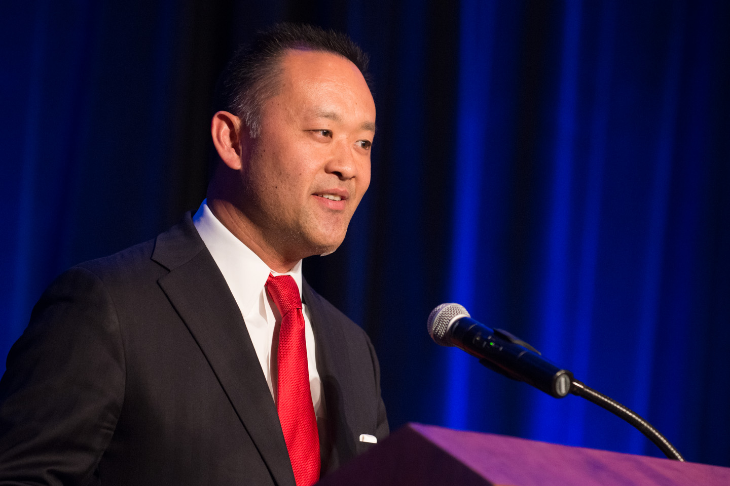 H65 Kenzo Kawanabe Presents the Outstanding Sustained Contribution Award 2 (Photo courtesy of Hartmannphoto, LLC).jpg