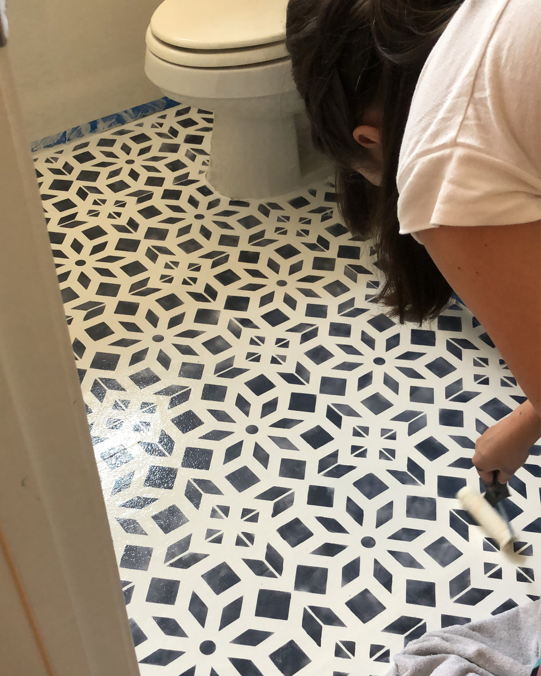 Bathroom Makeover Part 2 Chalk Painted Linoleum Floors Bb Frosch