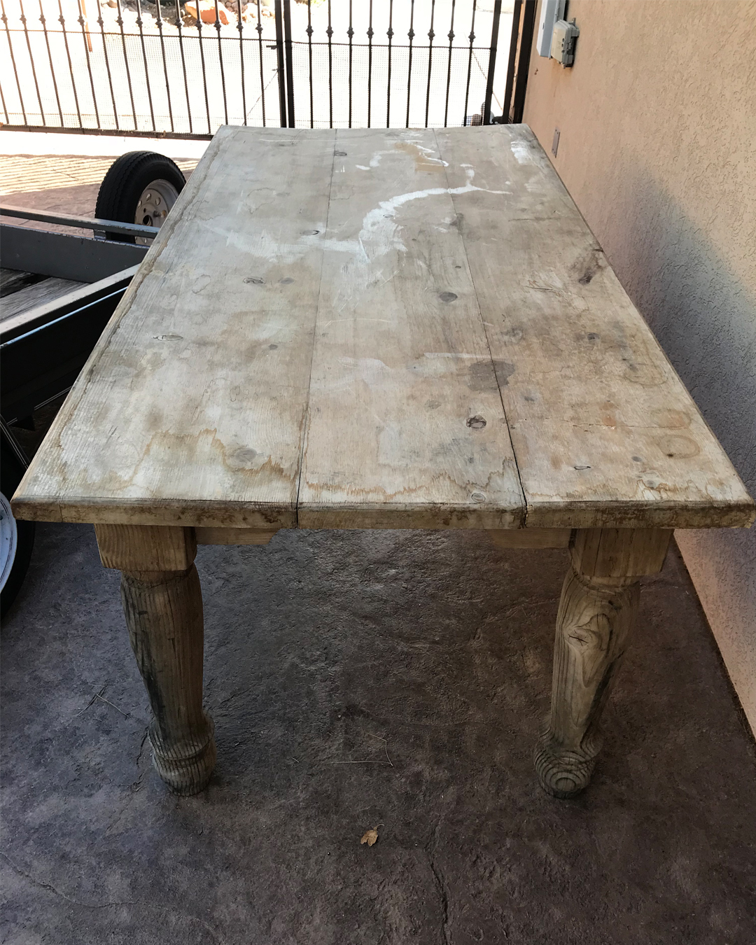DIY, furniture makeover, farm table makeover, farm table DIY, DIY blogger inspo, furniture makeover inspiration, home makeover inspiration, DIY inspo, chalk paint, finishing wax